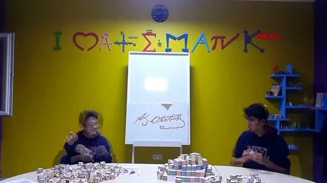 Erzurum bin 40 zeka küpüyle atatürk'ün portresini ve imzasını tabloya işlediler