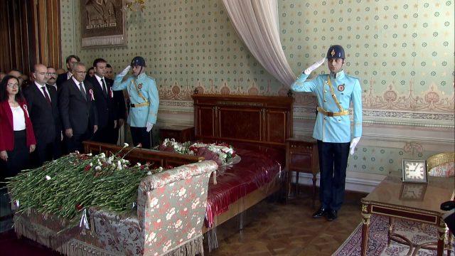 Atatürkün məzarı önündə duyğulu anlar: Keşikçi göz yaşı tökdü - FOTOLAR