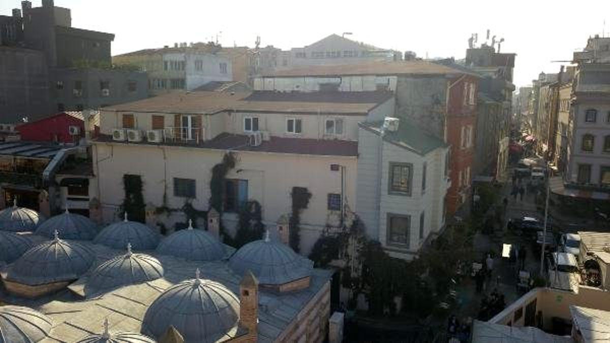 Beyoğlu'nda ölen eski İngiliz İstihbarat subayının evinin havadan fotoğraflandı