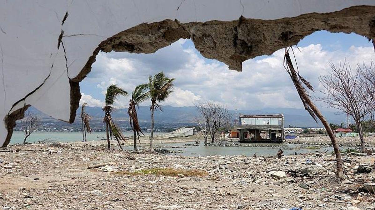 Endonezya'da 7,1 büyüklüğündeki depremin ardından tsunami uyarısı