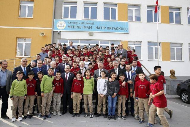 Başkan Büyükkılıç, Türkiye birincisine ödül verdi