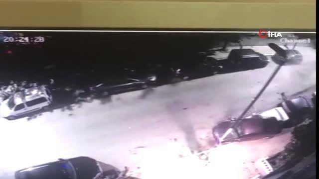 Araç ile polisten kaçarken cadde üzerinde bulunan 6 otomobile çarpıp kaza yaptılar