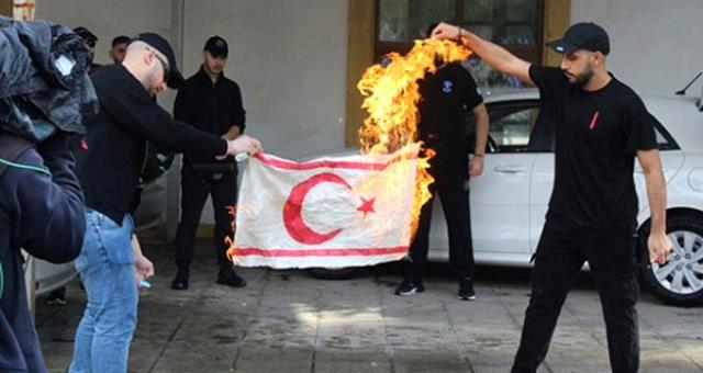 Dışişleri Bakanlığı, Kıbrıs Rum kesiminde KKTC bayrağının yakılmasını kınadı