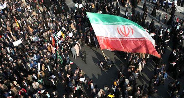 Tahran'da göstericiler