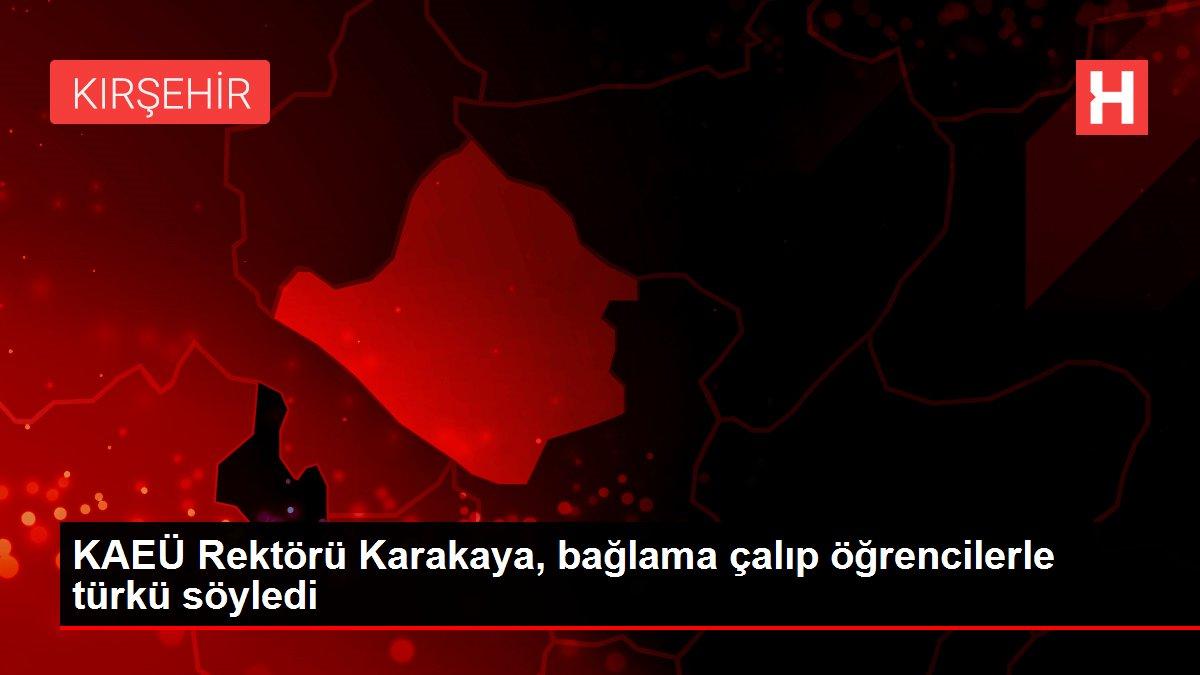 KAEÜ Rektörü Karakaya, bağlama çalıp öğrencilerle türkü söyledi