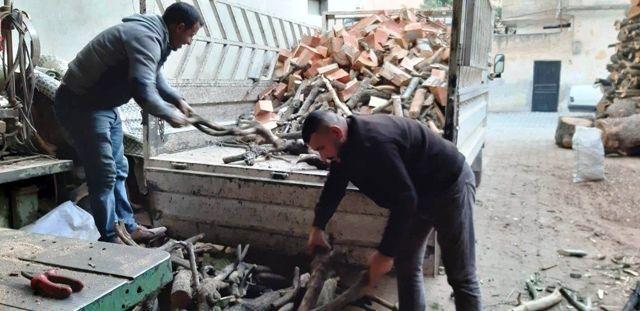 Suriye sınırındaki vatandaşlardan Mehmetçiğe odun desteği