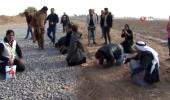 - Türk askerini alnından öpen Suriyeliler yıllar sonra kavuştukları topraklarda secdeye kapandı