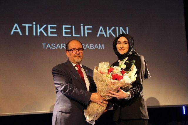 Mimarlık Bölümü son sınıf öğrencisi Atike Elif Akın, ürettiği araba aksesuarları ilgi odağı oldu
