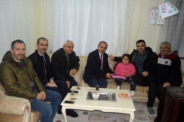 Milli eğitim Müdürü Sağlam'dan evde eğitim alan öğrencilere ziyaret