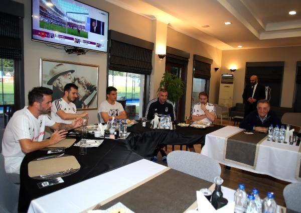 Ahmet Nur Çebi, futbolcular ve teknik heyet ile buluştu