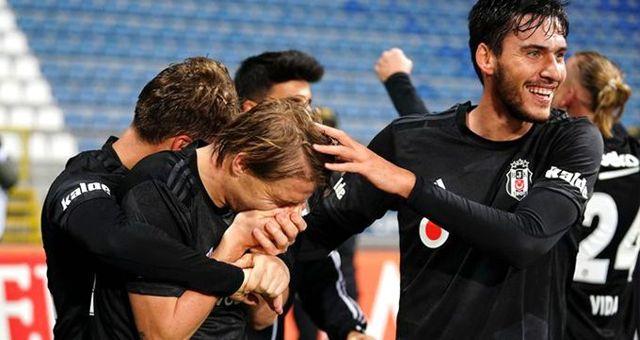 Maç sonunda Caner'i sinirlendiren olay! Herkes sevinirken o yüzünü tuttu