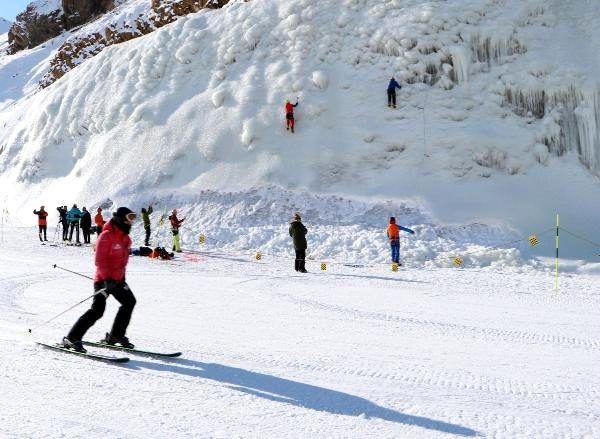 Ünlü dağcı Palandöken'de yapay buz parkına tırmandı