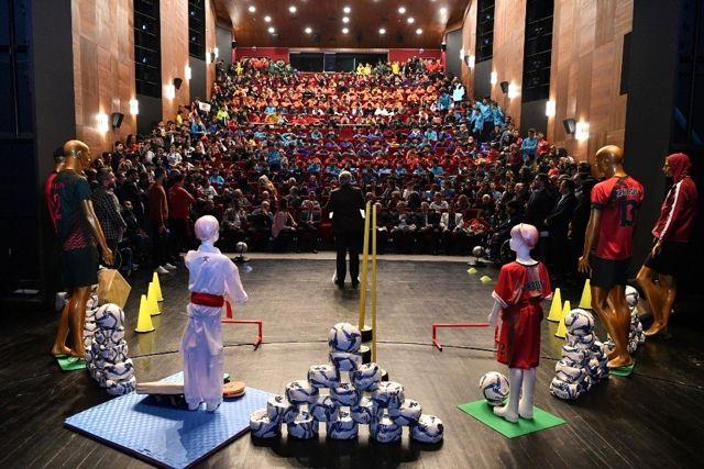Fatih Belediyesinden amatör kulüplere binlerce spor malzemesi desteği