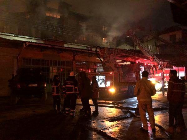 Mobilya atölyesindeki yangın evlerin çatısına sıçradı (3)