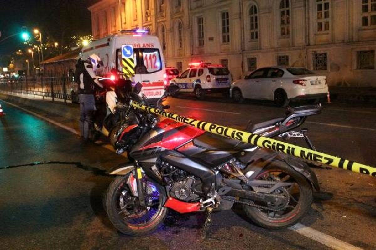 Polis aracına çarpan motosikletteki iki kişi yaralandı