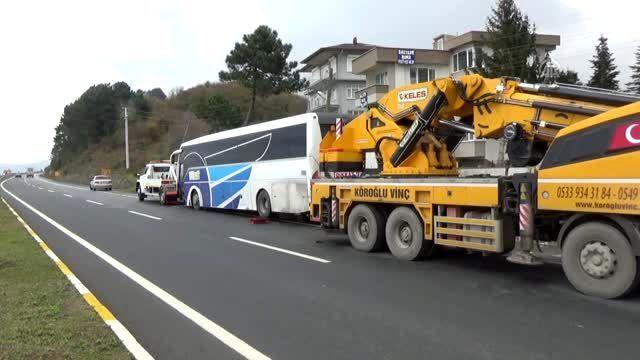 Yolcu otobüsü yoldan çıktı: 2 yaralı