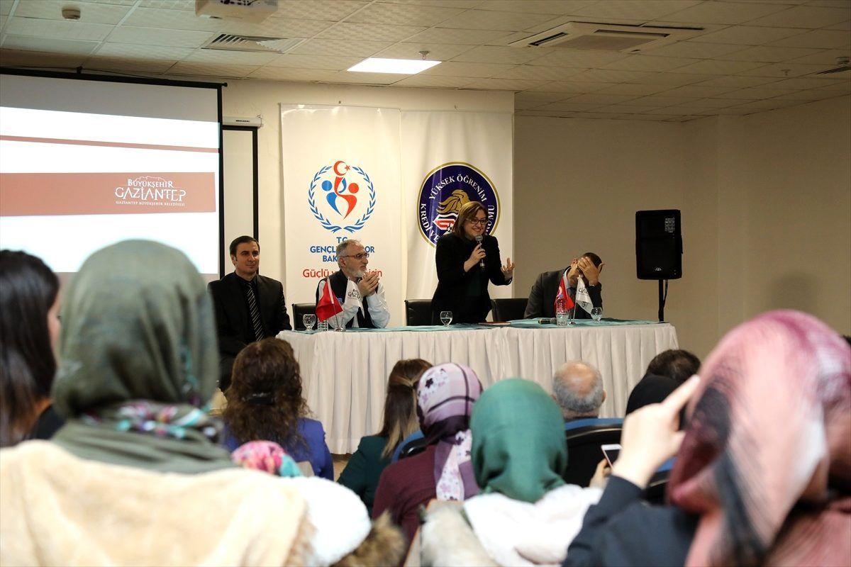 Gaziantep Büyükşehir Belediye Başkanı Şahin üniversiteli kızlarla buluştu