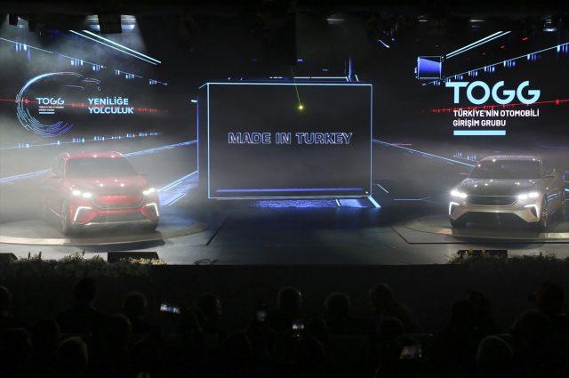 Türkiye'nin Otomobili Girişim Grubu'nun 2022 yılında üretimine başlayacağı, geliştirme süreci devam eden otomobilin ön gösterim versiyonu Türkiye ile buluştu. Türkiye'nin otomobilinden ilk fotoğraf geldi. | Sungurlu Haber