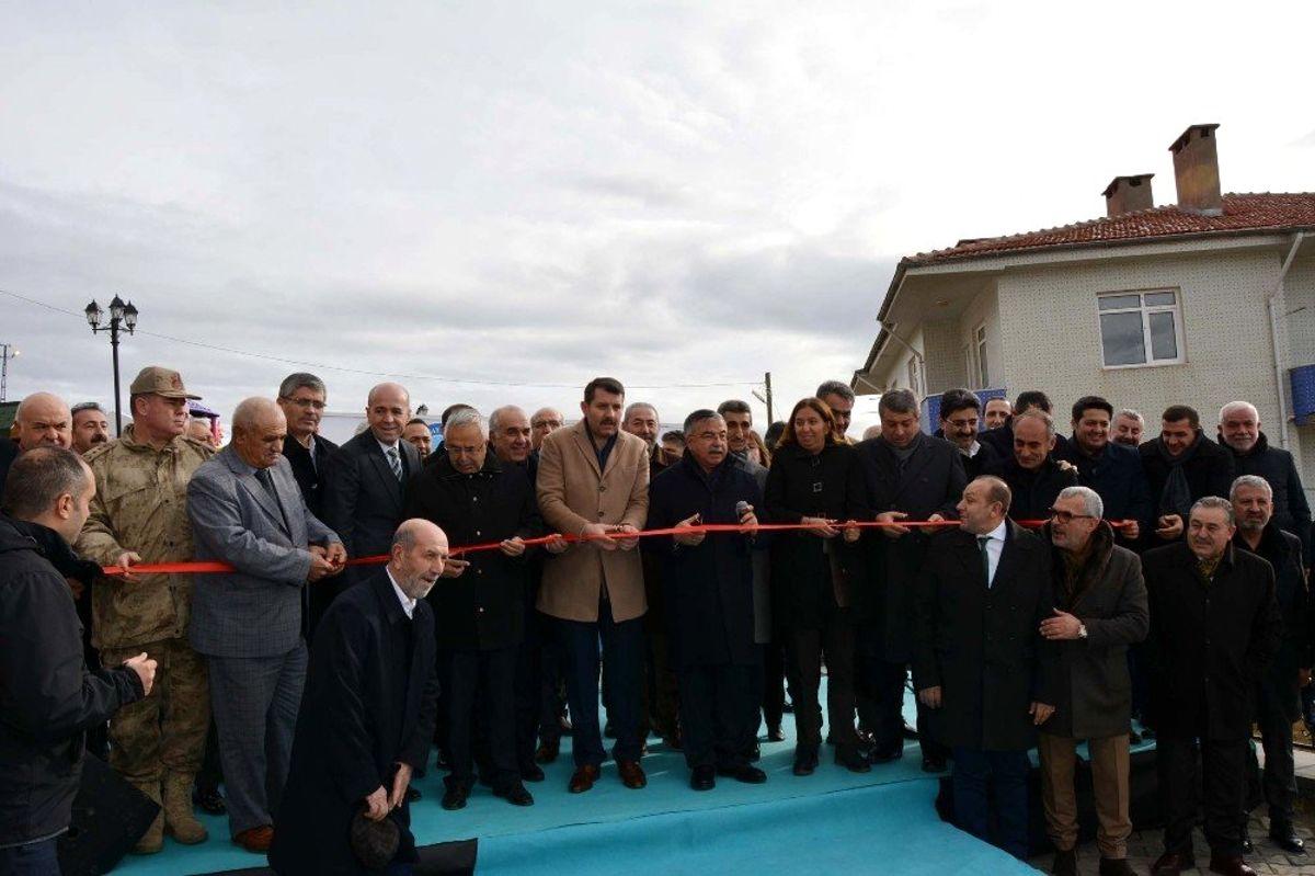 Gölova'da öğretmenevi ve halı saha törenle hizmete açıldı