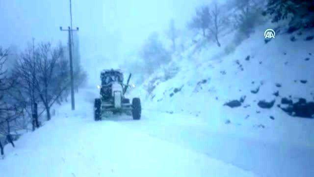 Aydın Büyükşehir Belediyesi, kar yağışı nedeniyle tuzlama çalışması yaptı - AYDIN