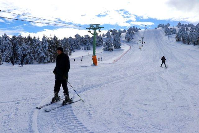 Salda Gölü manzaralı kayak merkezinde sezon açıldı