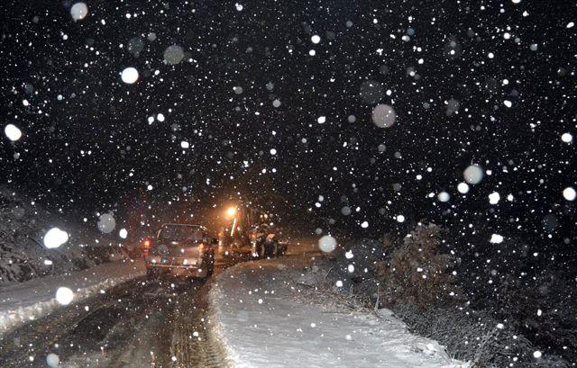 Kiraz'da kar yağışı hayatı olumsuz etkiledi
