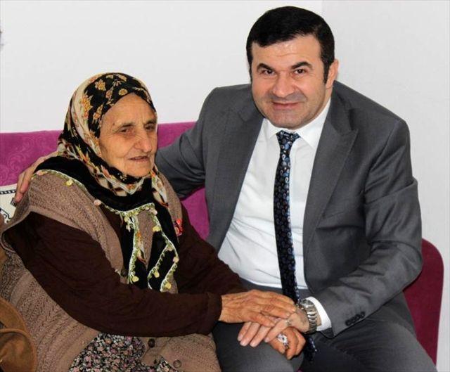 Giresun Vali Yardımcısı Tanrıseven'den 35 yıl sonra yeniden evlenen çifte ziyaret