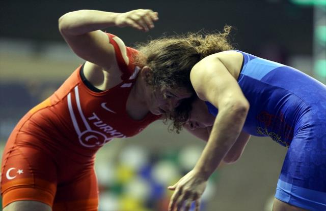 Uluslararası Yaşar Doğu Güreş Turnuvası'nda ilk gün tamamlandı