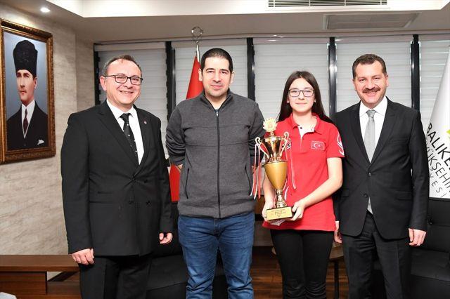 Balıkesirli satranççı Elifnaz Akat, Yunanistan'da Avrupa şampiyonasına katılacak