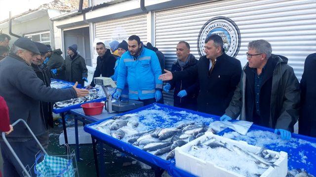 Emirdağ'da balık fiyatını yükselten esnafa kızan belediye tanzim satışına başladı