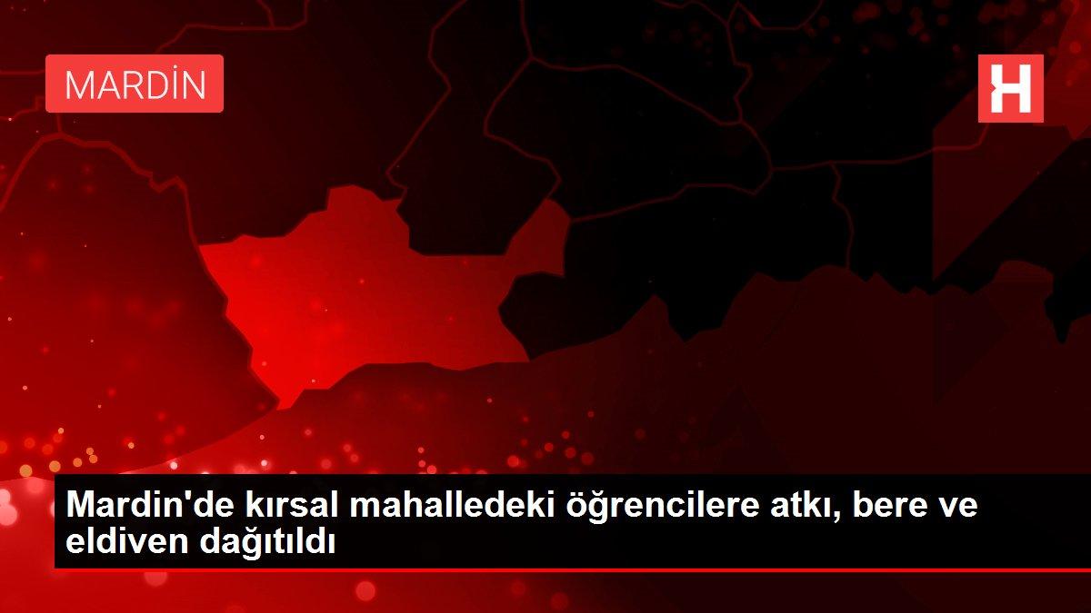Mardin'de kırsal mahalledeki öğrencilere atkı, bere ve eldiven dağıtıldı