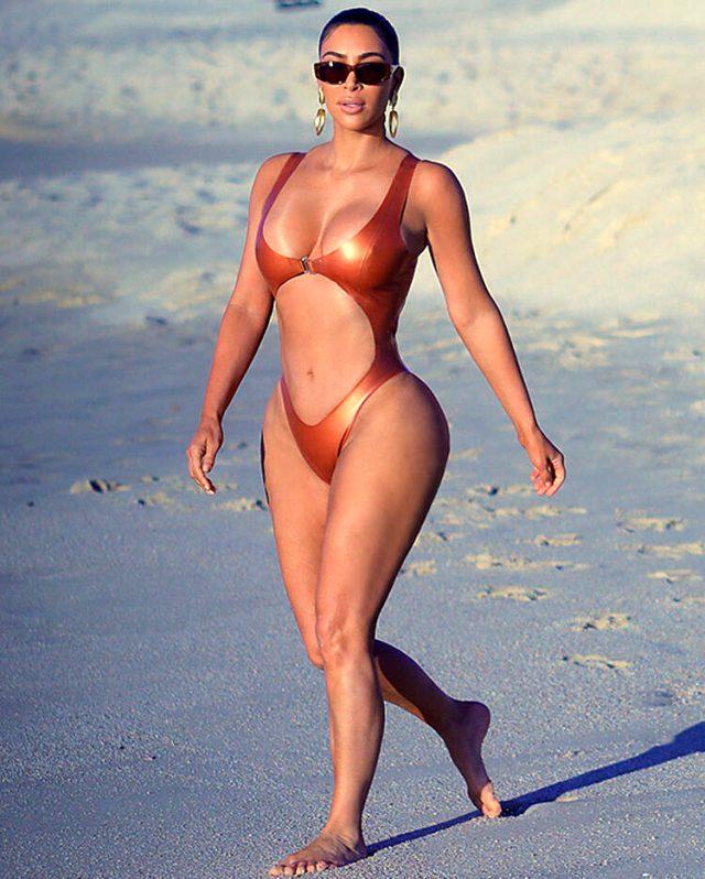 ABD'li yıldız Kim Kardashian, iddialı mayokinisi ile dikkatleri üzerine  çekti - Magazin