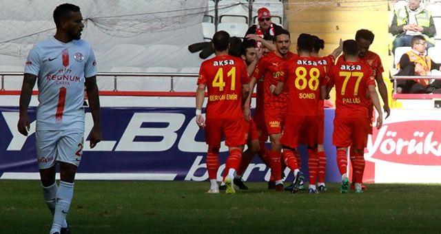 Göztepe, Antalyaspor'u deplasmanda 3-0 mağlup etti