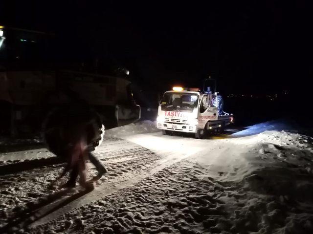 Sivas'ta karda mahsur kalan 3 kişi kurtarıldı