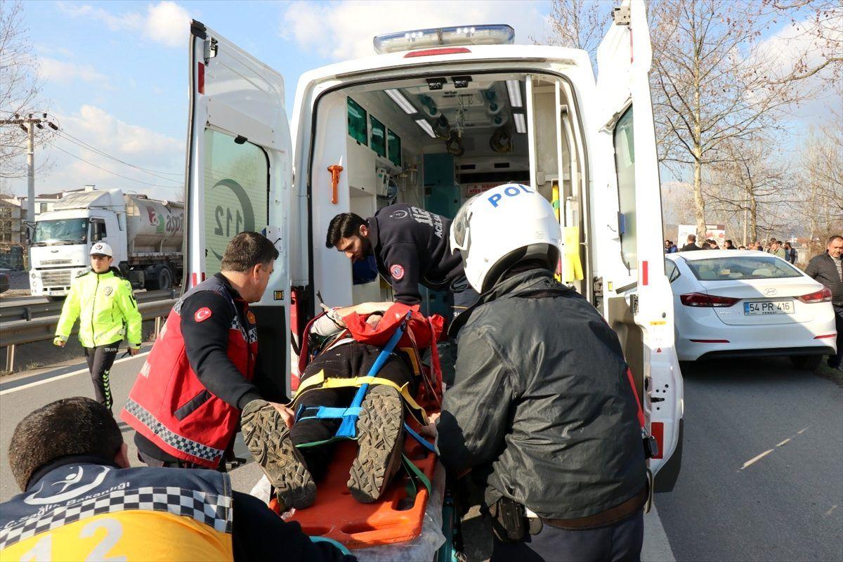 Sakarya'da ağaca çarpan otomobildeki 10 yaşındaki çocuk öldü