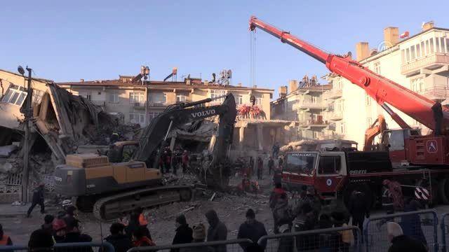 Elazığ'daki deprem - Sürsürü Mahallesi'nde çalışmalar devam ediyor (1)