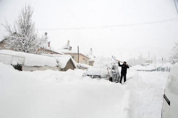Tunceli'de 200 köy yolu kardan kapandı