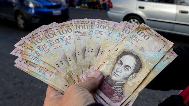 Reuters: Venezuela 'sosyalist ekonomik uygulamaları bıraktı, liberalleşti, bankalar nakit döviz...