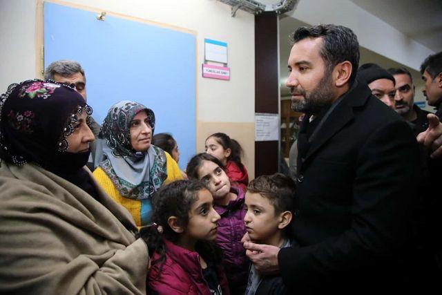 Elazığ Belediye Başkanı Şerifoğulları, depremzedelere ziyaretlerini sürdürüyor