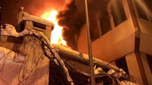 Ordu'da iki katlı tarihi bina yandı