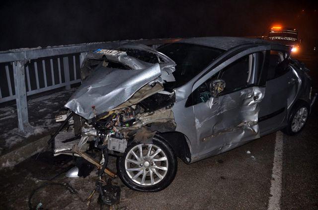 Kahramanmaraş'ta meydana gelen zincirleme kazada 4 araçta hasar oluştu