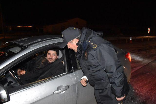 Kars'ta polis ekipleri sıfırın altında 20 derecede uygulama yapıyor