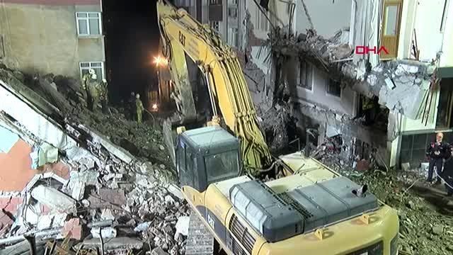 Bahçelievler'de bina çöktü 14