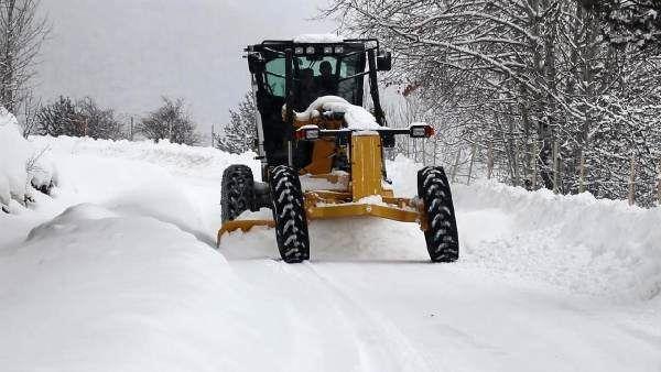 Gümüşhane'de 136 köy yolu, kardan kapandı
