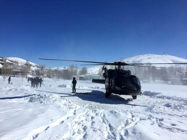 Van'da askeri helikopter hasta 2 kardeş için havalandı