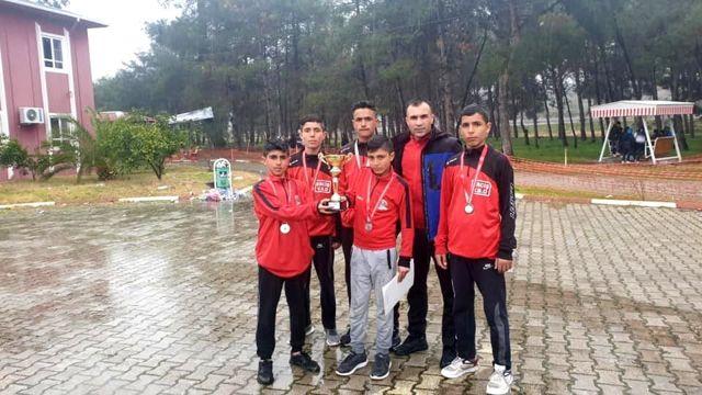 Vanlı atletler Osmaniye'den Türkiye ikinciliği ile döndüler