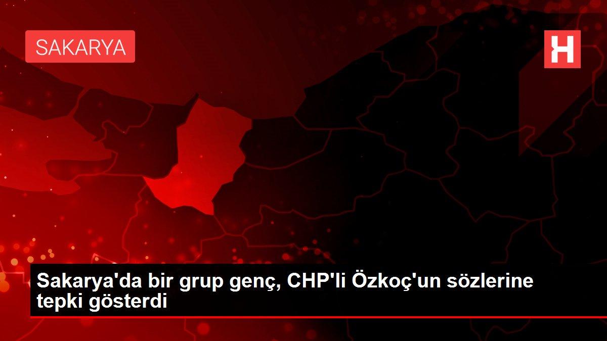 Sakarya'da bir grup genç, CHP'li Özkoç'un sözlerine tepki gösterdi