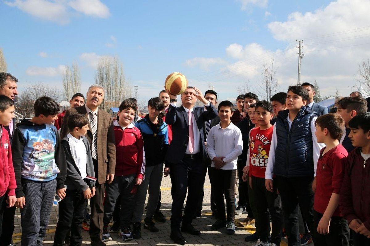 Milli sporcular Gölbaşı'nda öğrencilerle buluştu