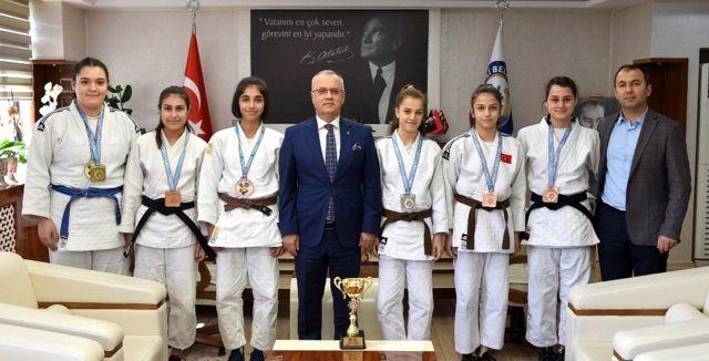 Başkan Kayda, başarılı judocuları ağırladı