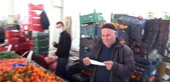 Tedbirler kapsamında pazarcılara eldiven ve maske dağıtıldı